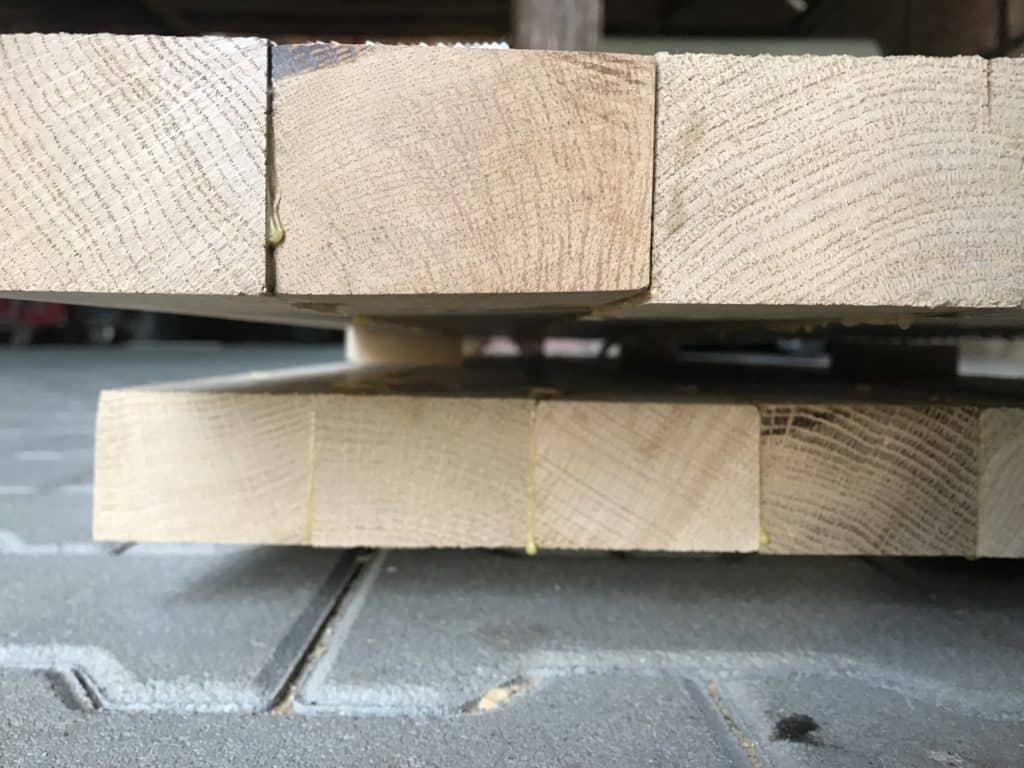 Korpusplatten des Lowboards mit unterschieden zwischen den Kanthölzern.