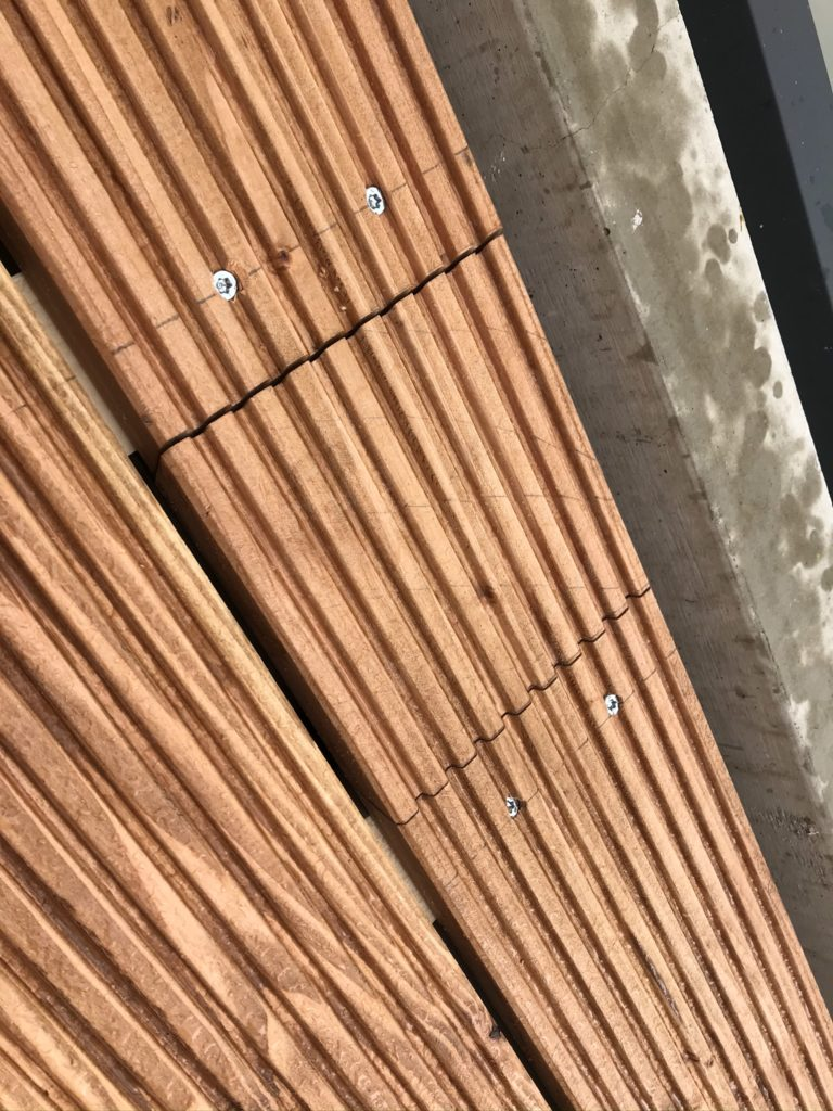 Terrassendielen auf Balkon verlegen