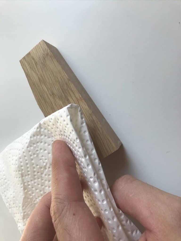 Holzkratzer ausbessern